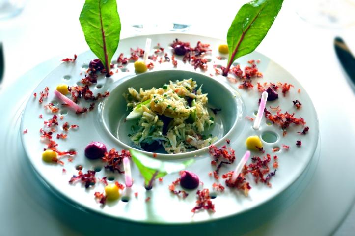 1er service Tourteau au naturel et variation de betteraves : un plat d'un équilibre rare procurant un plaisir demesuré, les produits sont justes magnifiés, incroyable