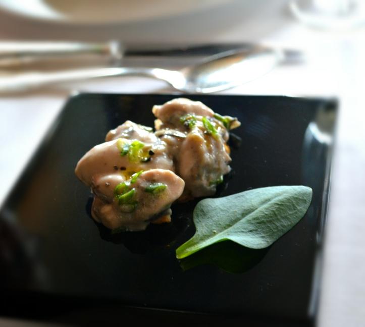 L'huître en tartare : croustillant et crémeux, complexe et équilibré, voyage avec l'huître, je décolle sans hésiter