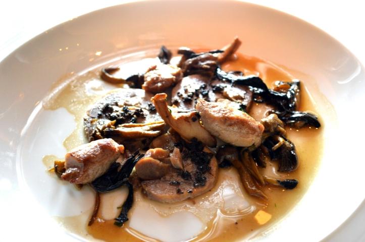 Volaille de Bresse, foie gras, cèpes et truffe : encore des jus puissants et des cuissons merveilleuses, pas grand choses à ajouter