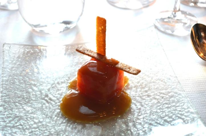 Terrine de pamplemousse, sauce au thé : la référence de la fraîcheur et de la légèreté tout en transcendant la saveur du pamplemousse juste relevée par le thé, parfait pour rafraichir le palais