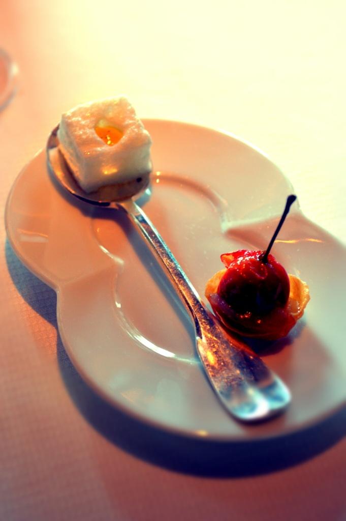 Tartelette pomme d'api et Ile flottante en guise de mignardises