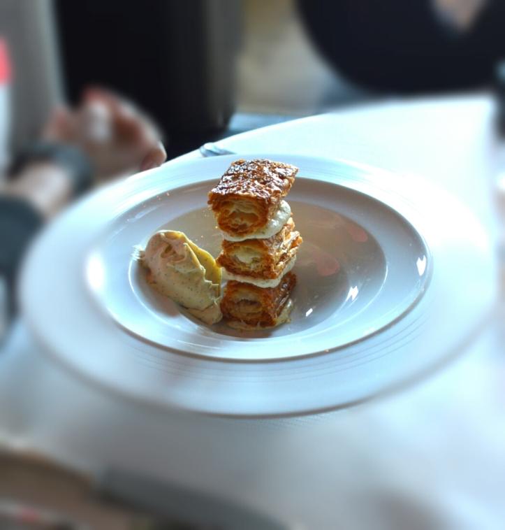 Millefeuille Minute, crème légère vanille de Tahiti : un feuilletage dément, aérée et croustillant, une crème douce et vanillée comme un calin, la référence de la catégorie
