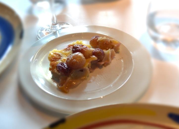Et j'oubliais le clafoutis aux raisins, crémeux à souhait qui vient transcender des raisins fondants et fruités
